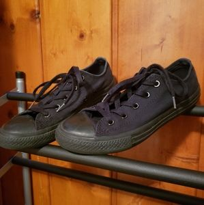 Black Converse Youth size 3